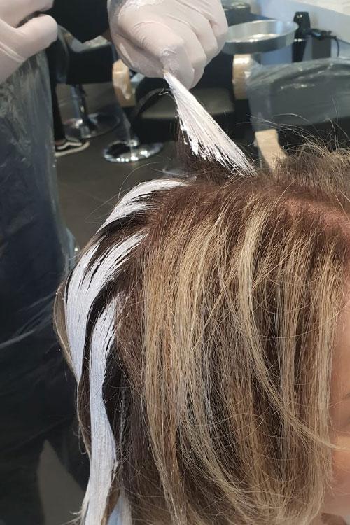 Balayages Californiano: capelli biondi come baciati dal sole